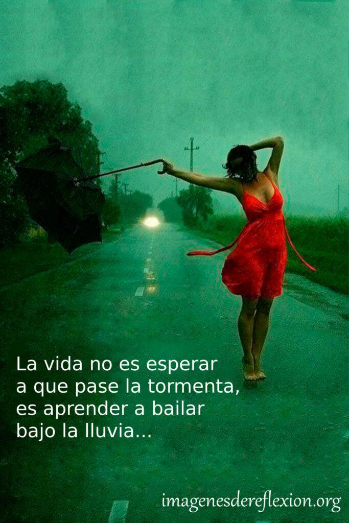 La vida no es esperar a que pase la tormenta, es aprender a bailar bajo la lluvia...